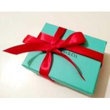 Фирменная упаковка с красной лентой большая Tiffany&Co -015