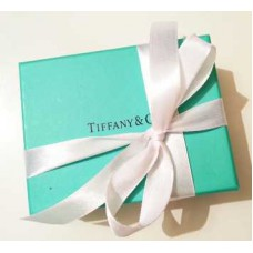 Фирменная упаковка с белой лентой большая Tiffany&Co -016